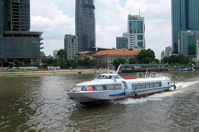 bateau rapide