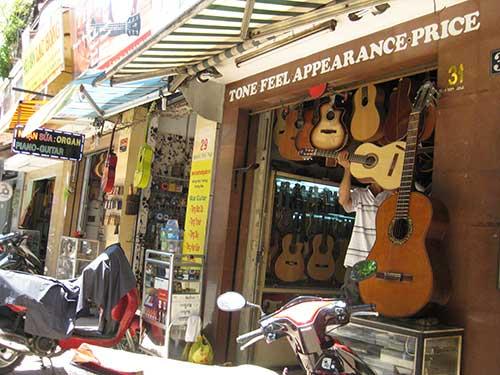 rue guitares saigon